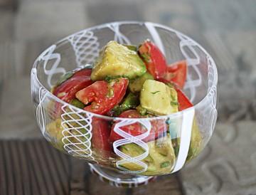 トマトとアボカドのとろーり香味サラダ