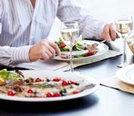 あぁ汚い…食事デートで幻滅されるNGマナー10選