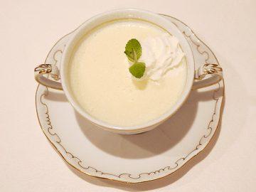 フルーツの冷製スープ(写真のスープは桃を使用)