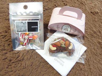 「papabubble」のキャンディと、「Café OHZAN」のクロワッサンラスク