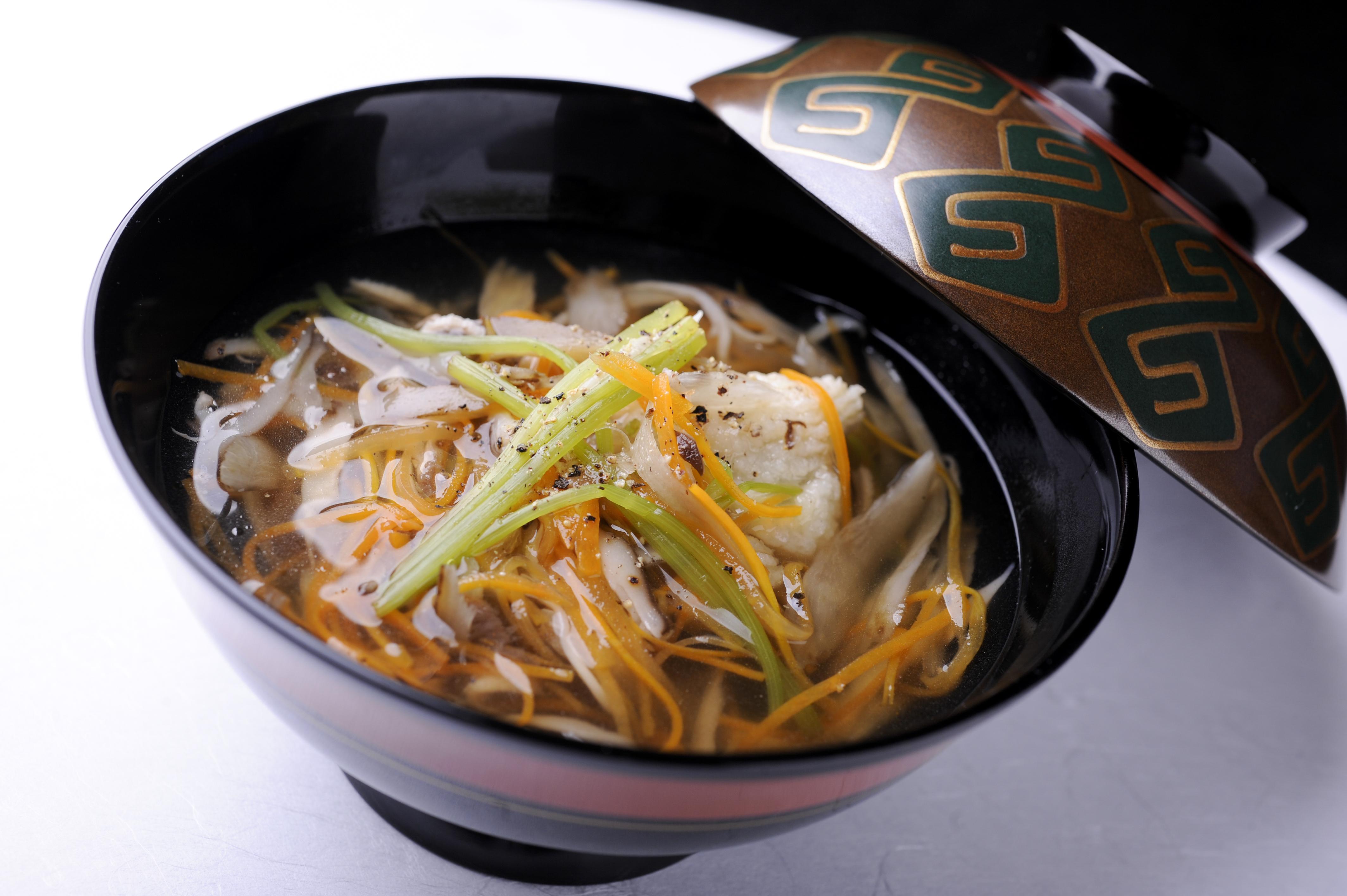 揚げ鱧と刻み野菜のお吸物 沢煮風