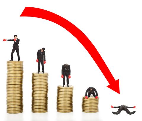 年収800万円のエリートが、40代で時給900円のバイトに。つまづきの原因は…