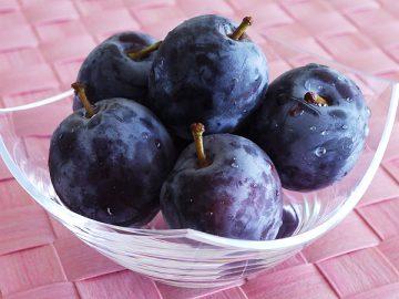 夏の果物プルーン