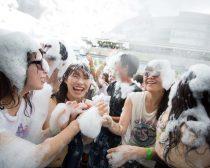 泡フェス2014:他人にも泡をくっつける