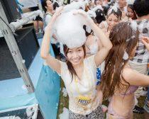泡フェス2014の様子:泡を頭にのせた筆者(1)