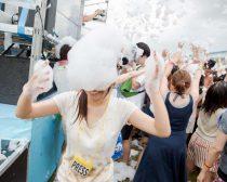 泡フェス2014の様子:泡を頭にのせた筆者(2)