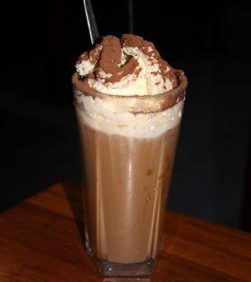 アイスと生クリームがたっぷりの「アイスコーヒー」