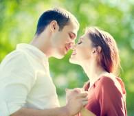 彼・夫の愛情表現に不満…言葉やキスよりも「●●が欲しい!」