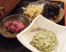 海鮮ひつまぶし:お新香、ひじきの煮物、もやしのおひたし