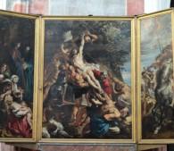ノートルダム大聖堂にかかっているルーベンスの絵画「キリスト昇架」。ネロが最期にみたといわれる二枚の絵画のうちのひとつ
