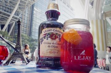 ジャー(ジャムやピクルスなどを保存するガラス瓶)で提供されるカクテル(2)