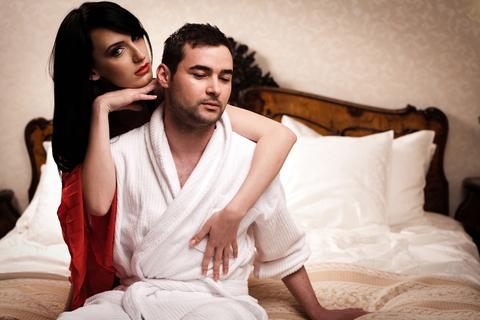 女から誘う、自分で脱ぐ…と男が引くってホント?【意外な男のホンネ調査】