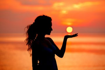 「皆既月食」と「部分日食」で個性が輝く。牡羊座は運命の人との出会いも【12星座占い】