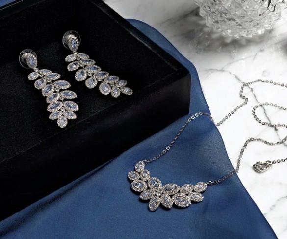 新作コレクションのひとつ、BARONのイヤリングとネックレス