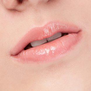 この冬、トゥルットゥルの唇で差をつける【美容部員の自腹コスメ】