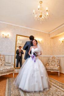 女も低年収だと結婚できない!?男が「結婚相手に求める年収」が判明