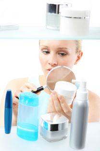 高い化粧水も美容成分はわずか。プロは「原液」を買っている