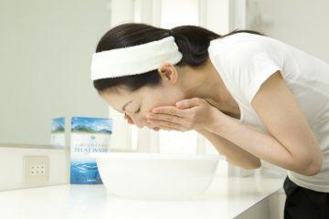 飲むだけでなく、お肌や髪につけて潤いをキープ