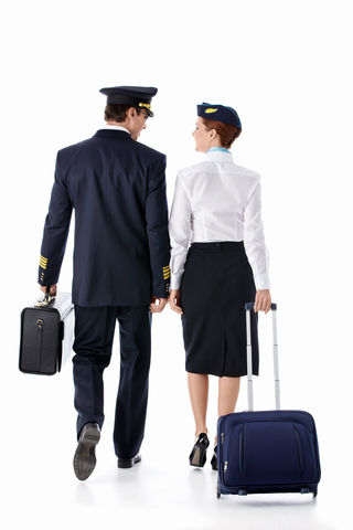 「家族を養えない」格安航空会社は給料も格安だった