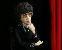 インタビュー中のオダギリ人形(梶原)さん