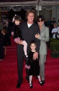 2000年のディズニーワールドプレミアでのブルース、クリスと2人の間に授かった娘たち