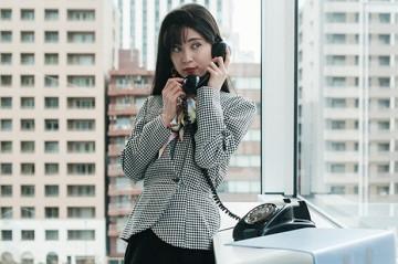 【35年前】会社に彼氏から電話が…お局にバレないかソワソワ