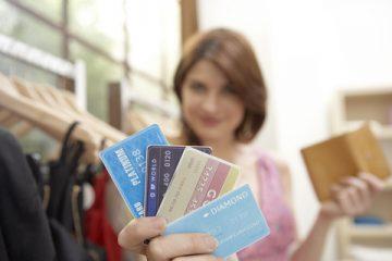 クレジットカードを使う vs 使わない、どっちが貯金上手?
