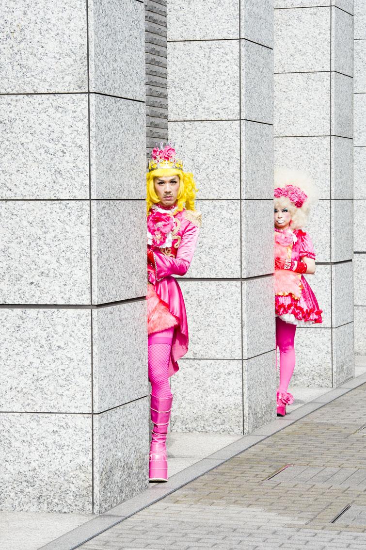 ピンクは「愛と平和」の象徴とか