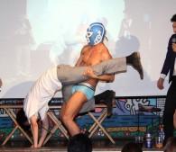 謎のマスクマンが体位対決に参戦