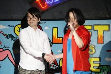 後輩芸人・パーティ内山(左)