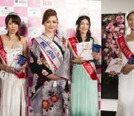 グランプリ受賞者と運営会社代表・鹿野さん(左から2番目)
