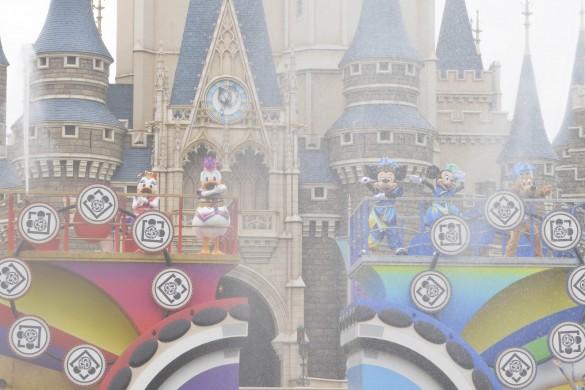 ミッキーチーム VS ドナルドチームで行われるダンスに注目!