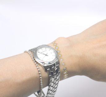 時計の右側がタトゥーシール