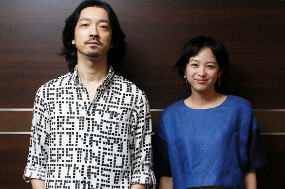 金子ノブアキさん(左)と清野菜名さん(右)