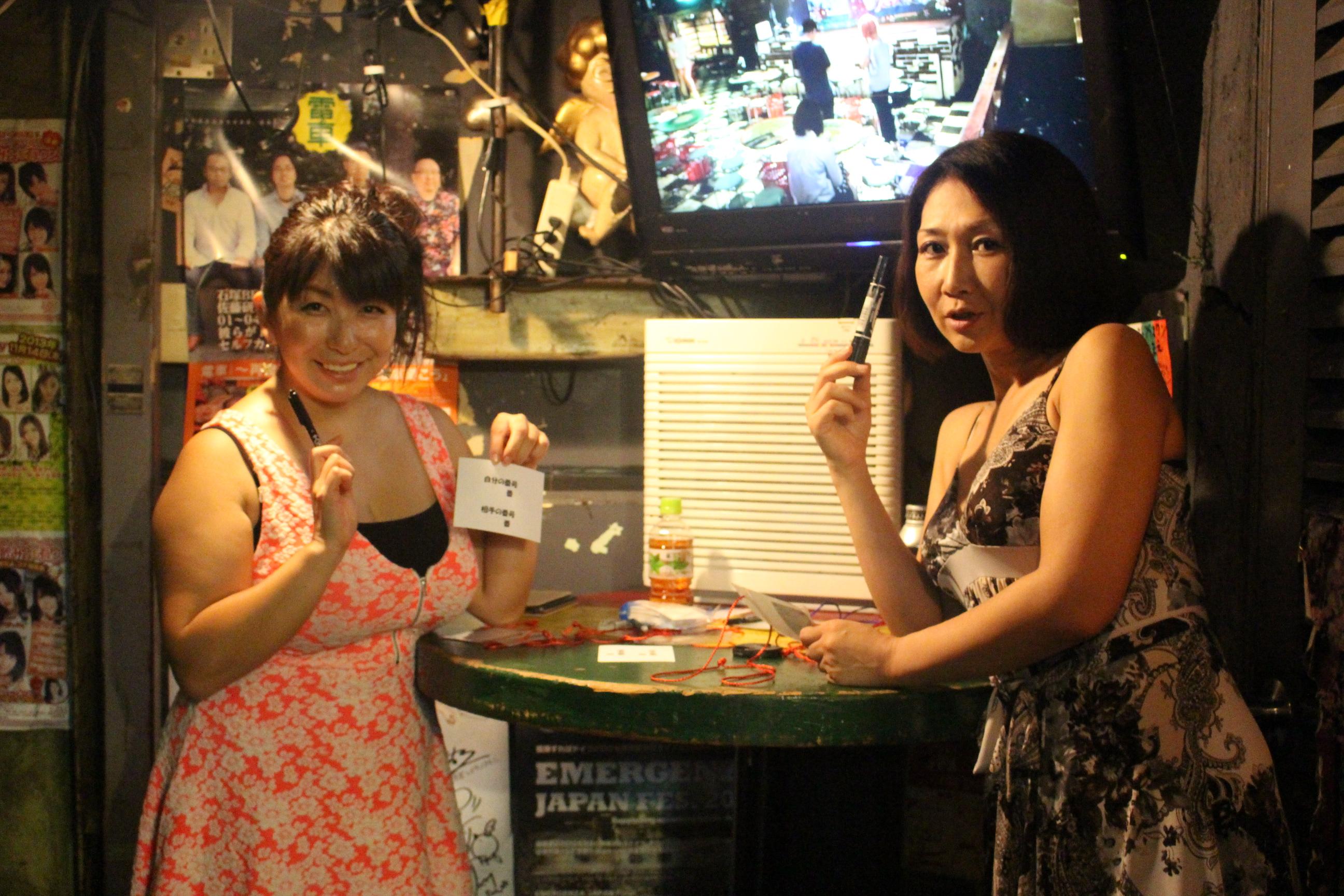 イベントを主催した熟女AV女優、折原ゆかりさんと伊織涼子さん