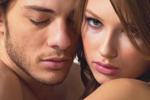 男性が勃たない時の女性側の正しい行動とは