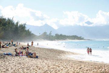 素朴なビーチはリラックスに最適