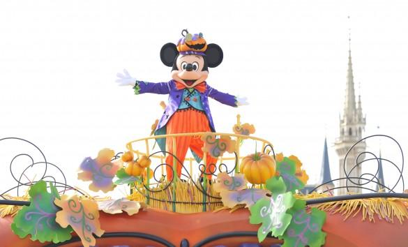 「ディズニー・ハロウィーン」のパレード