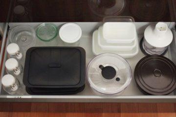 調理補助器具は、浅い引き出しに並べて配置
