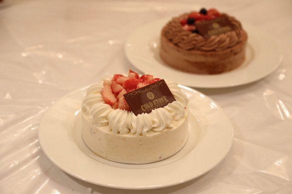 「ストロベリーショートケーキ」と「ベリーベリーチョコレートケーキ」
