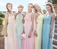 アメリカのECサイトでやたらよく見るダスティパステルのドレス。これらはブライズメイド(花嫁の付き添い)のドレスで、花嫁を立てるためダスティカラーを着るんですね