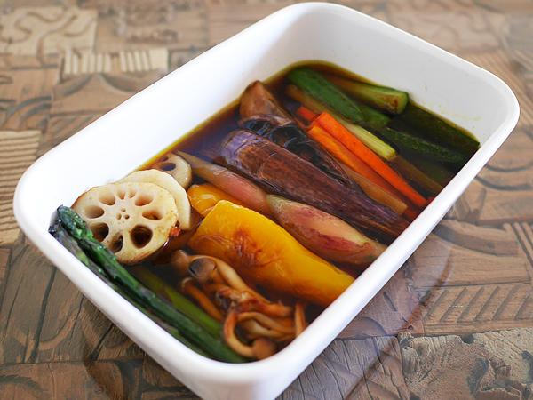 作り方(3) 野菜をタレに浸す