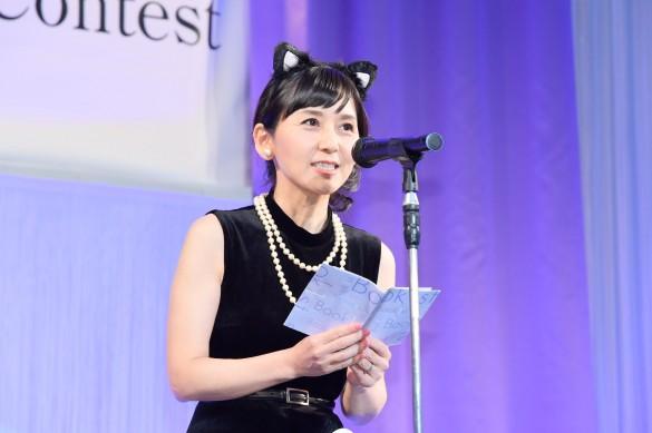 現役東大院生。川村淳子さん(54)猫耳をつけ朗読