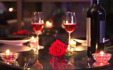 バラとワイングラス