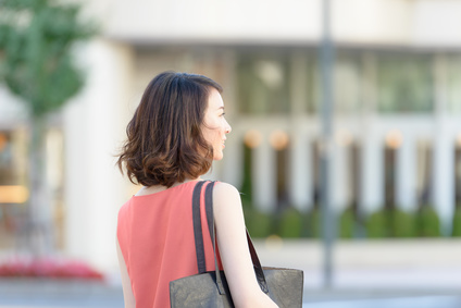 街角の女性