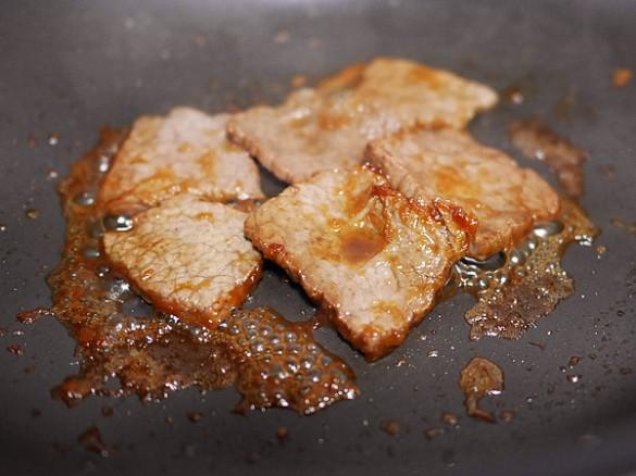 カルビ生姜焼きを焼く
