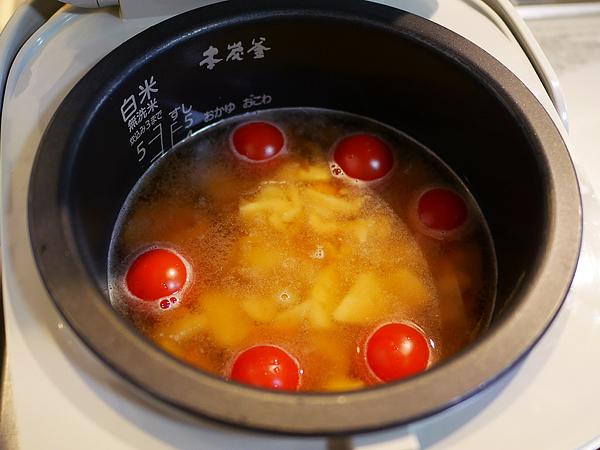 たけのこご飯の素(三合用)とトマト