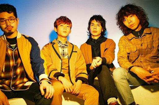 左から2人目がオカモトレイジ。OKAMOTO'S公式サイトのプロフィール画像 https://twitter.com/okamotos_info