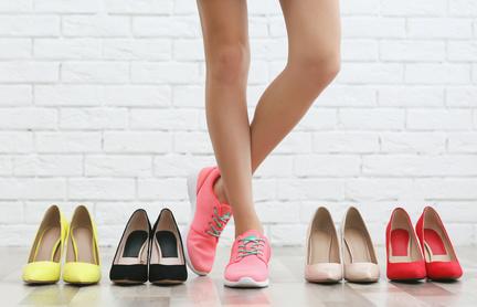 そうであるとしたら、すべての服、靴、バッグの値段は、原価に利益率を掛ければいいので、いちいちその靴は2万2517円とか、そっちは3万1498円みたいになるはずですが、