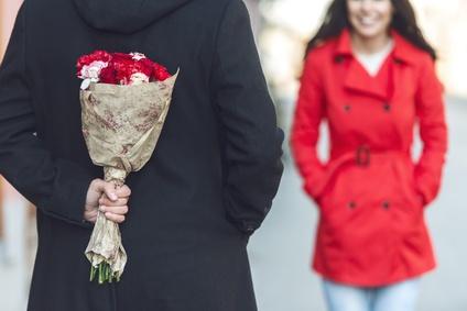 花束でプロポーズ